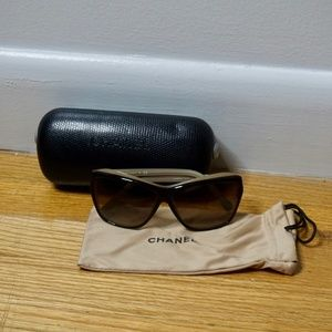CHANEL Sunglasses with Case and Dust Cover!